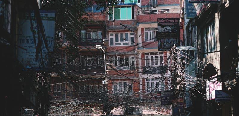 市Scape Thamel,混乱钢缆报道的修造 库存图片