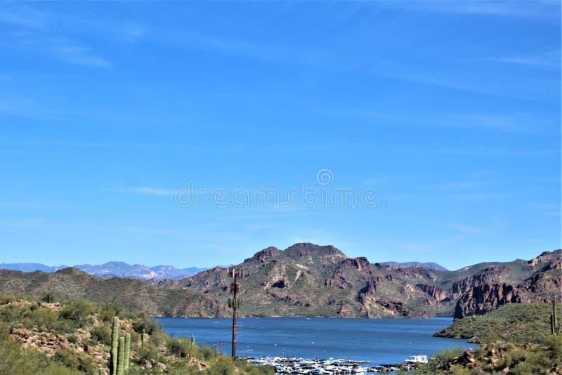 布什高速公路,Saguaro湖,Tonto国家森林,马里科帕县,亚利桑那,美国 库存照片