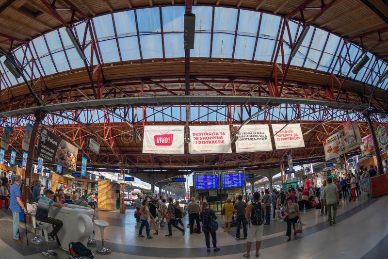 布加勒斯特北部火车站的运输乘客 库存图片
