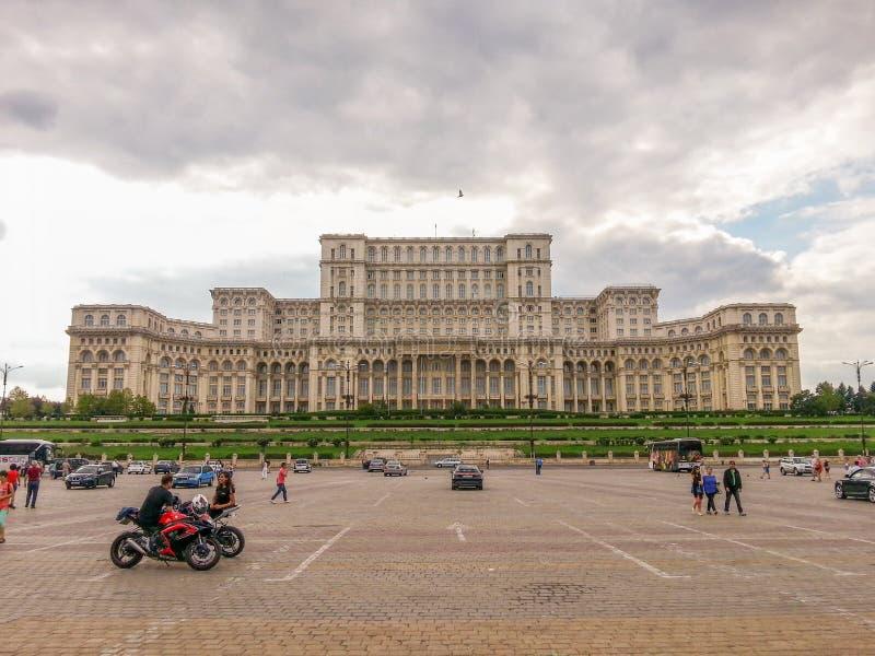从布加勒斯特和议会房子的Constitutiei广场 免版税库存照片