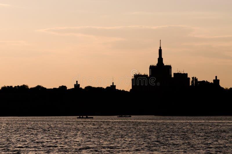 布加勒斯特在黄昏的市视图 免版税库存照片