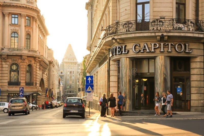 布加勒斯特在Calea Victoriei主路-罗马尼亚的市日落 免版税图库摄影