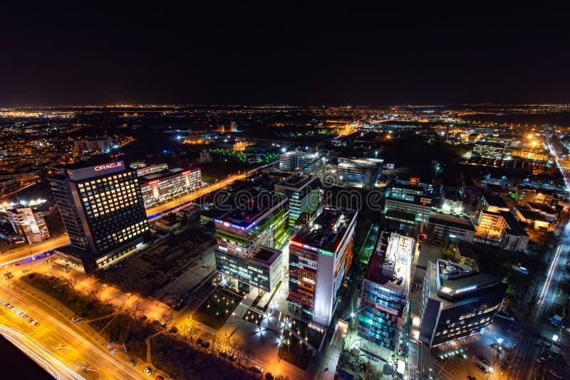 布加勒斯特地平线夜间风景全景鸟瞰图 免版税库存图片