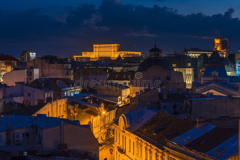 布加勒斯特老镇在晚上 免版税库存图片