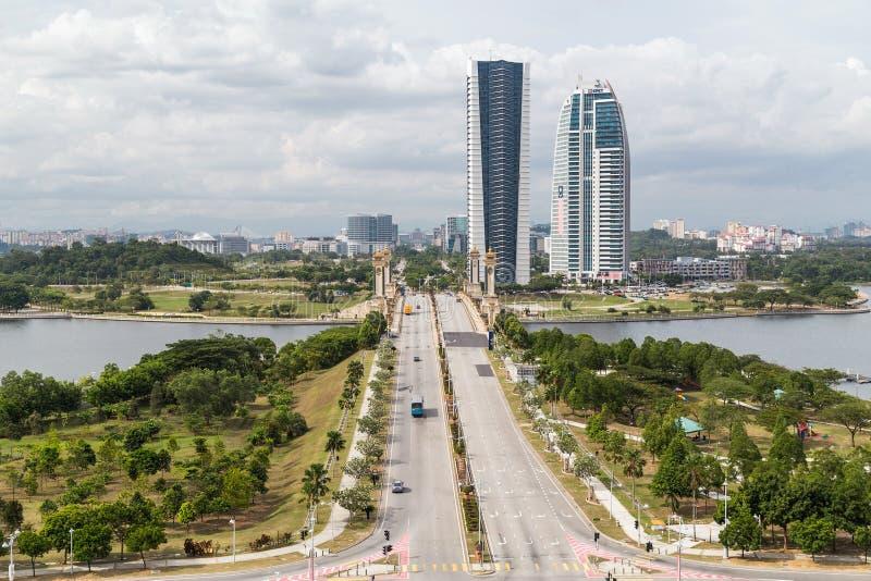 布城,马来西亚-大约2015年9月:Seri Gemilang桥梁和遗产正方形在布城,马来西亚 库存图片