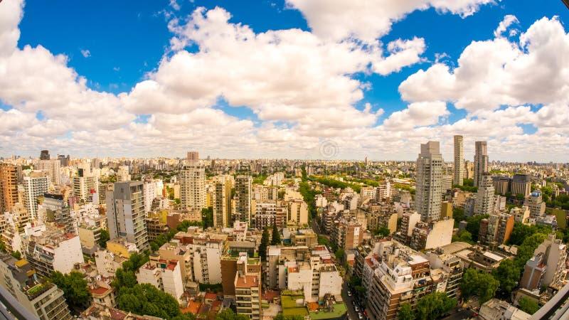 布宜诺斯艾利斯地平线的看法在一多云天 免版税图库摄影