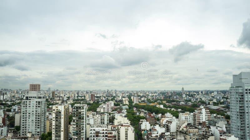 布宜诺斯艾利斯地平线的看法在一多云天 库存图片