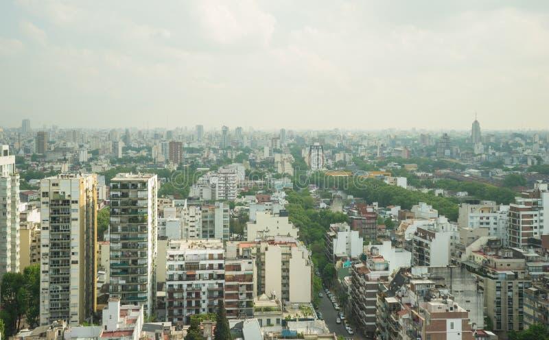 布宜诺斯艾利斯地平线的看法在一多云天 库存照片