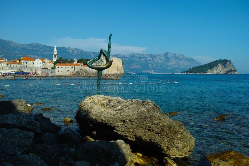布德瓦舞蹈家雕象在黑山 库存照片