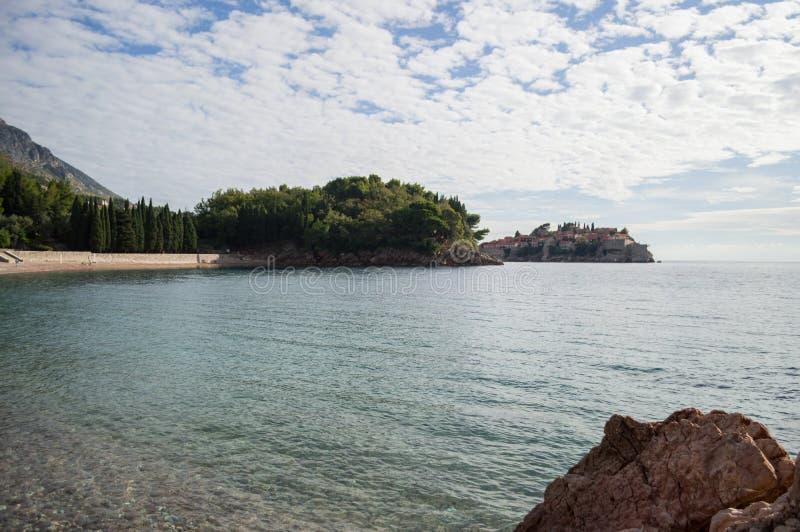 布德瓦里维埃拉全景有Sveti斯蒂芬海岛的,黑山 免版税库存图片