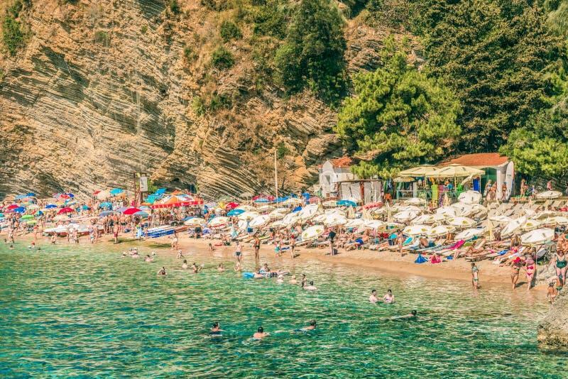 布德瓦,黑山- 2017年8月18日:莫格伦海滩看法在布德瓦,黑山 莫格伦是其中一个最普遍的海滩 库存照片