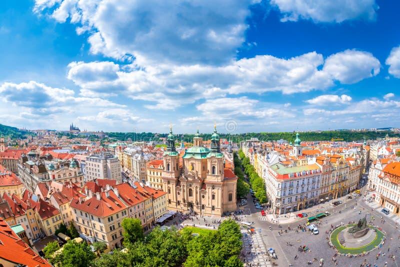 布拉格、圣尼古拉斯教会和老镇Squa的历史的中心 免版税库存图片