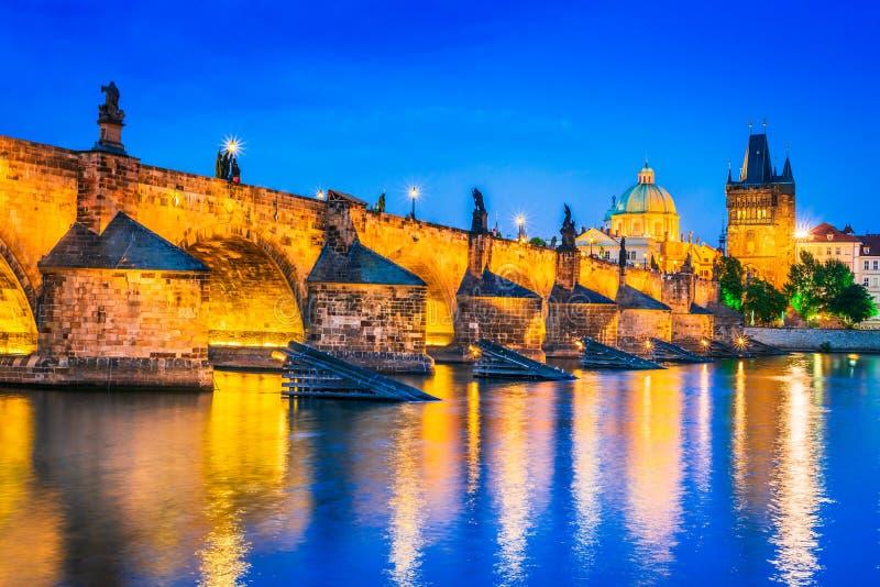 布拉格、查理大桥和凝视梅斯托,捷克 图库摄影