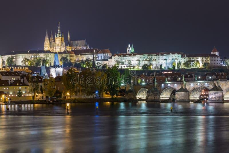 布拉格世袭的社会等级夜视图 库存图片
