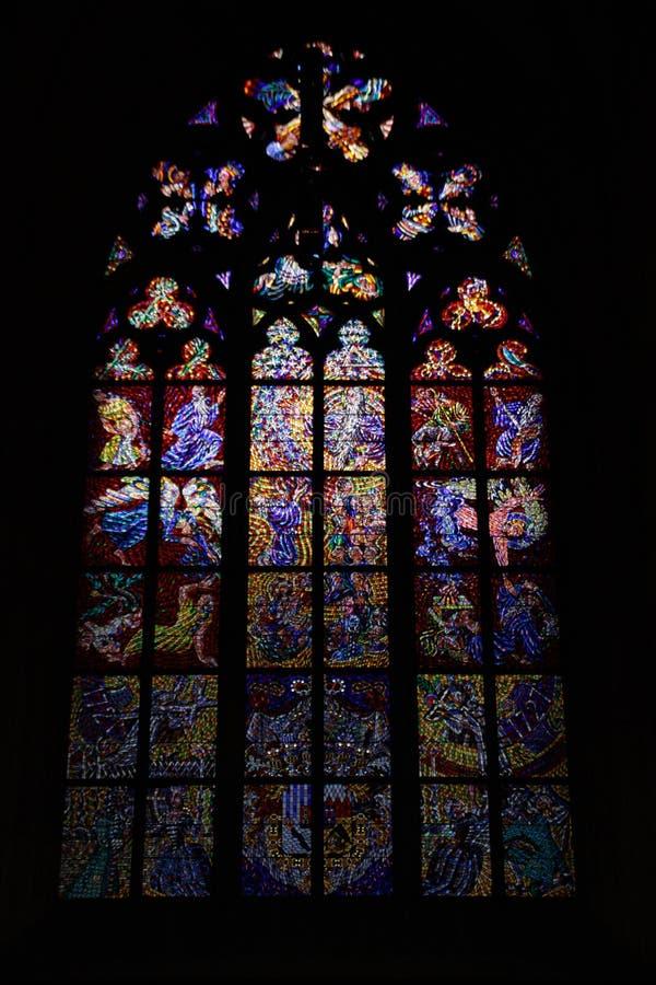 布拉格主要大教堂的污迹玻璃窗  库存照片