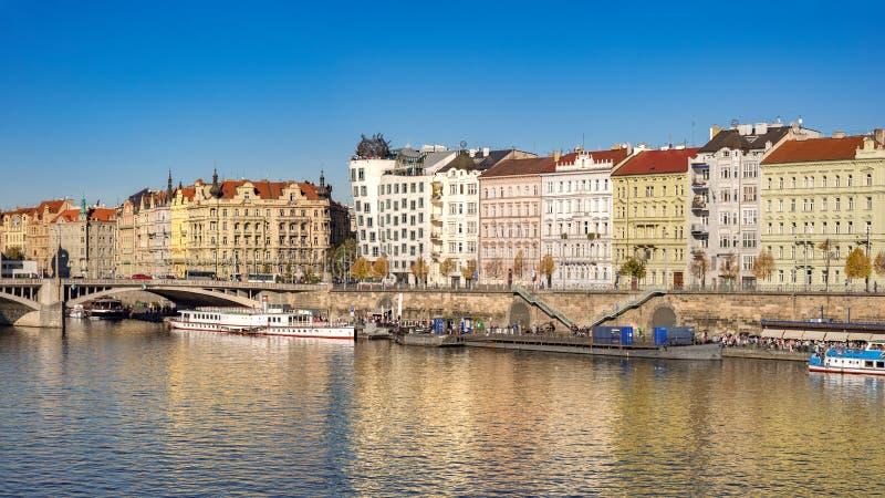 布拉格伏尔塔瓦河滨公寓 库存照片