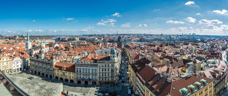 布拉格全景照片从圣尼古拉斯钟楼的 库存照片