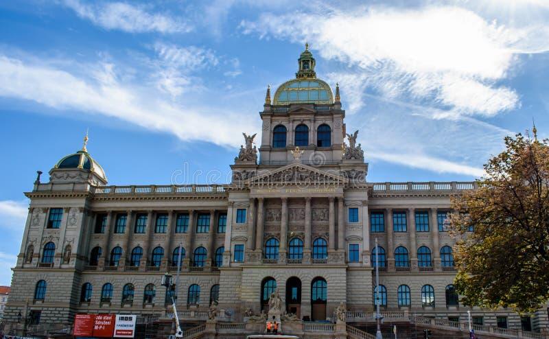 布拉格国家博物馆有建筑工人的前面的 免版税库存照片