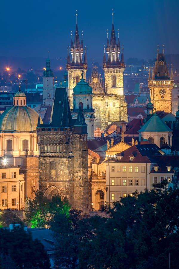 布拉格地标夜鸟瞰图,捷克 免版税库存图片