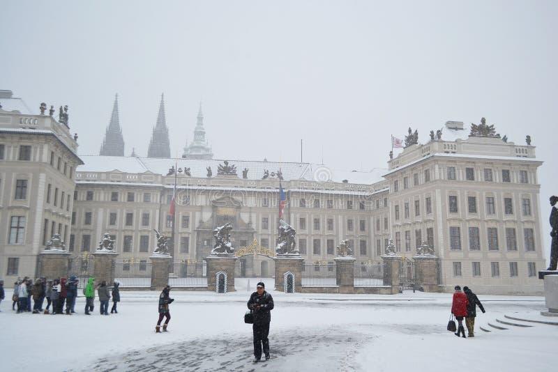 布拉格城堡在与雪的冬天 图库摄影