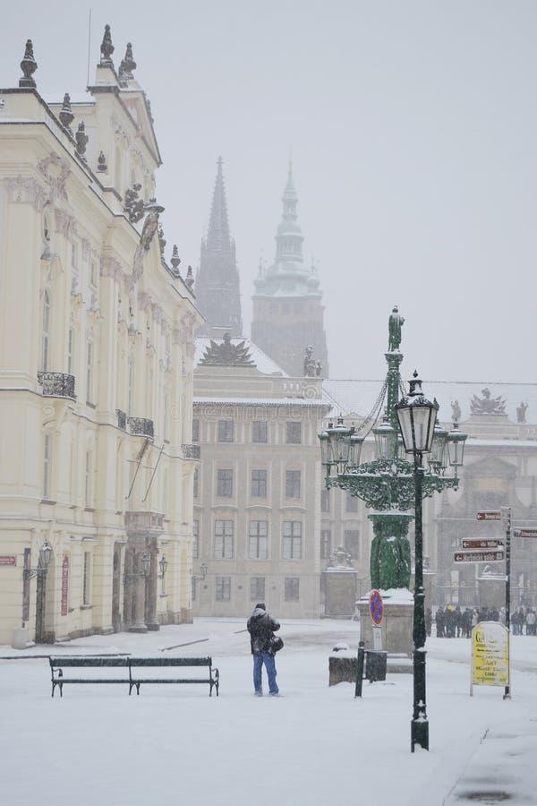 布拉格城堡在与雪的冬天 免版税库存照片