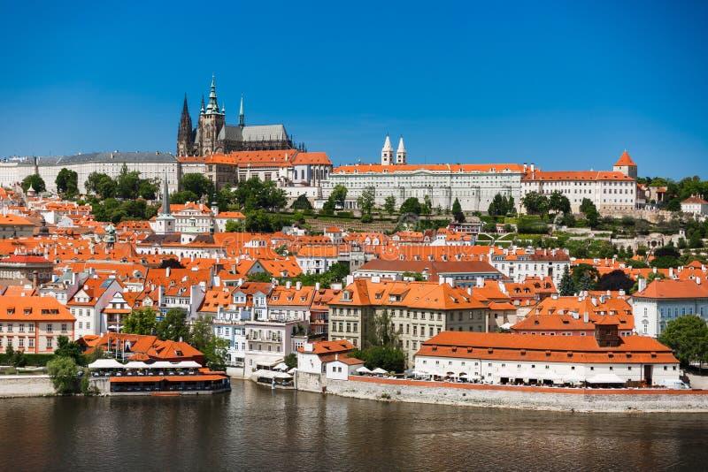 布拉格城堡普拉哈的好的看法 免版税库存图片