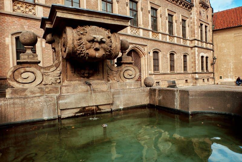 布拉格城堡第三个城堡庭院在夏天在布拉格,捷克 库存图片