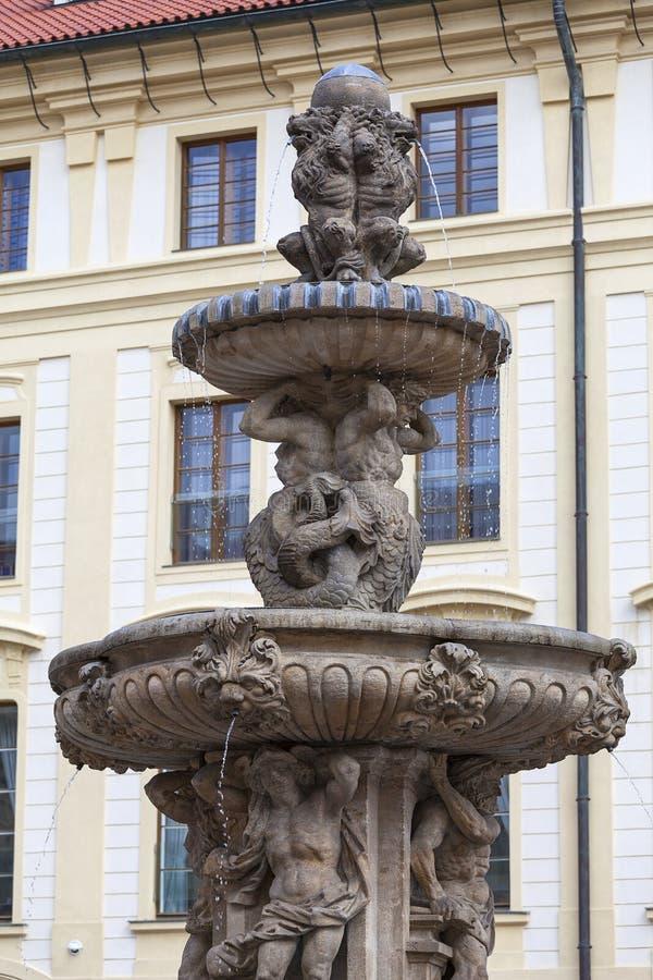 布拉格城堡, Hradcany,在庭院的喷泉,布拉格,捷克 免版税图库摄影