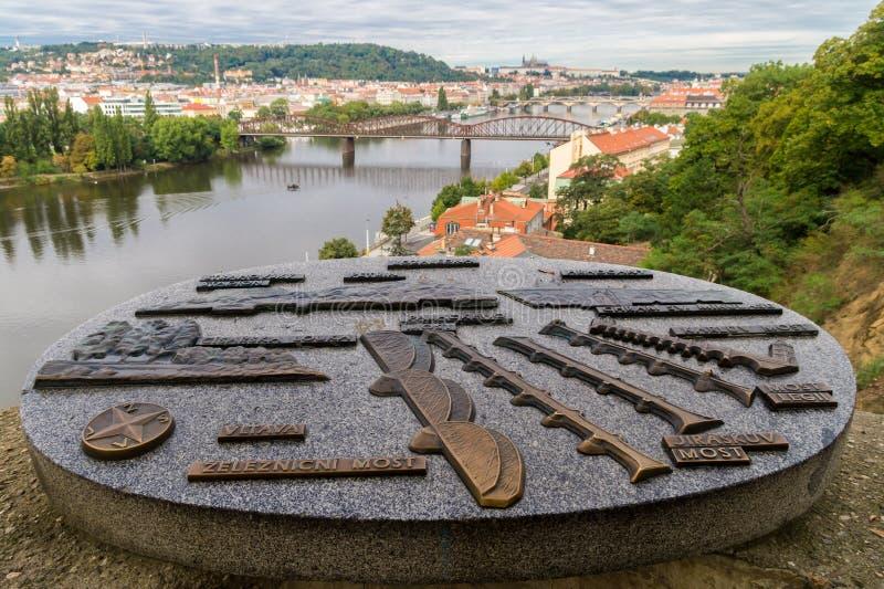 布拉格市和伏尔塔瓦河看法从Vysehrad小山 免版税库存照片
