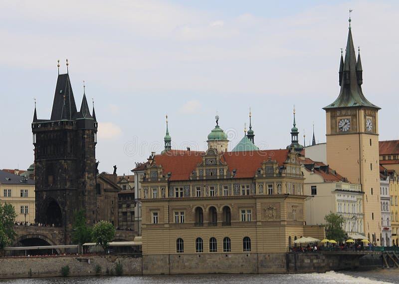 布拉格查理大桥和钟楼 库存照片