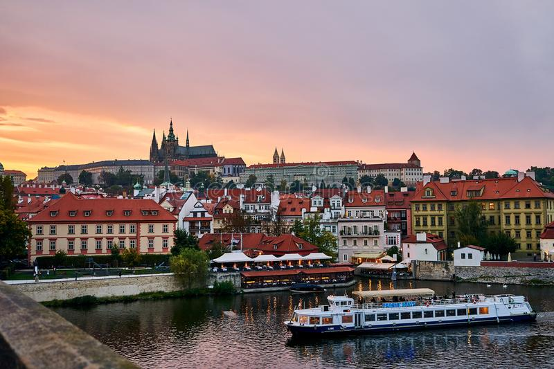 布拉格的看法从桥梁的 免版税库存图片