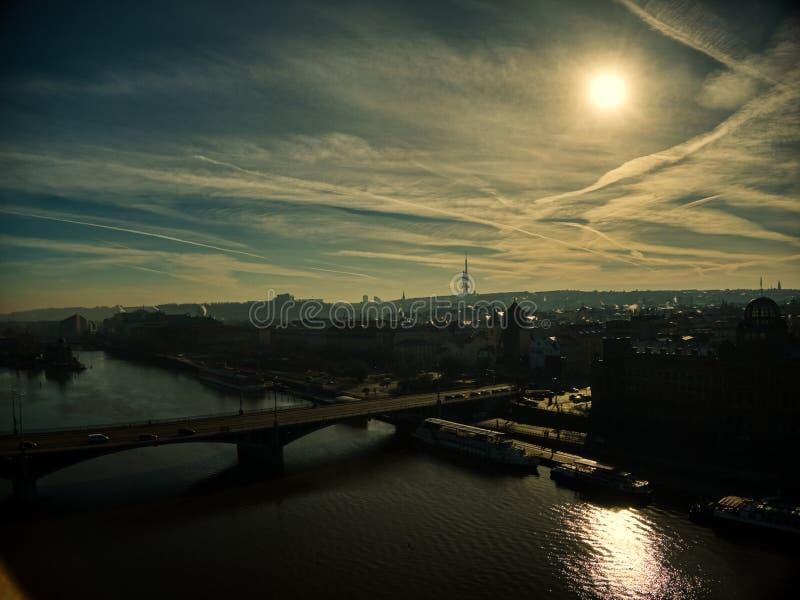 布拉格空中夏天剪影电视塔 免版税库存图片