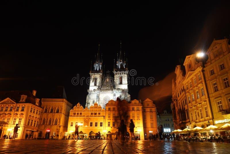 布拉格老城市广场夜视图 免版税库存照片