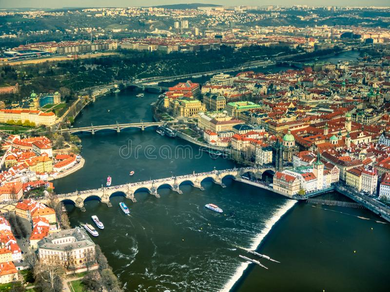 布拉格鸟瞰图在伏尔塔瓦河河的 库存照片