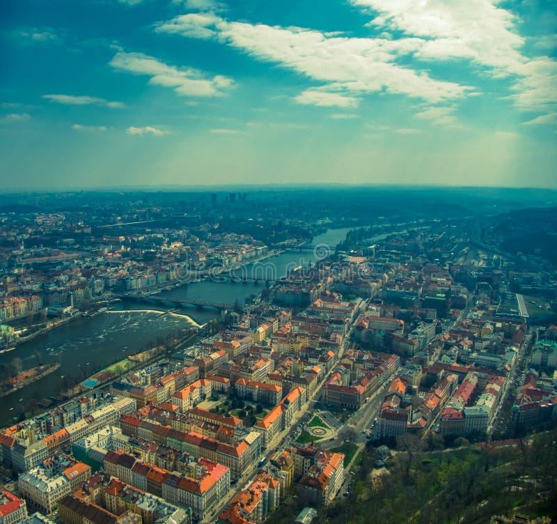 布拉格鸟瞰图在伏尔塔瓦河河的 免版税库存图片