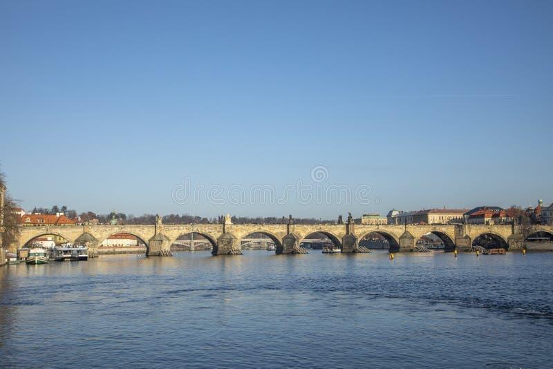 布拉格,伏尔塔瓦河和查理大桥 免版税库存图片