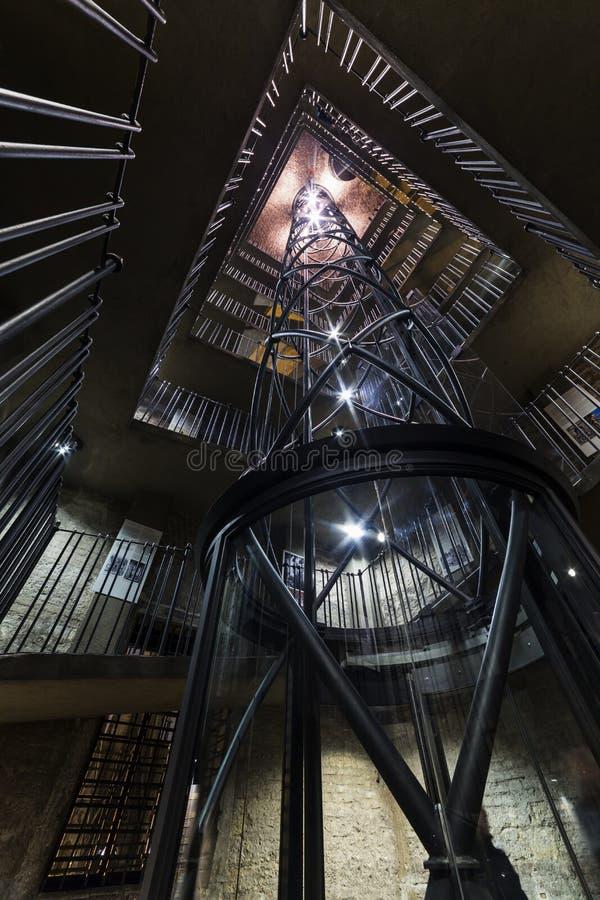 布拉格,内部老城镇厅(15世纪) 楼梯间和电梯,捷克共和国 图库摄影