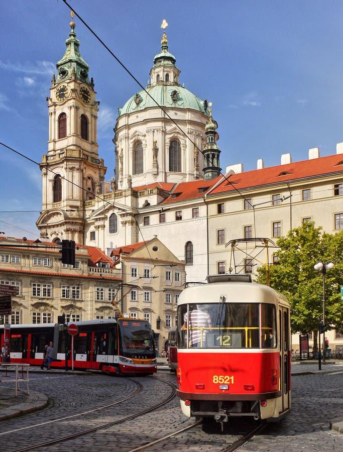 布拉格,圣尼古拉斯教会,公共交通工具 库存照片