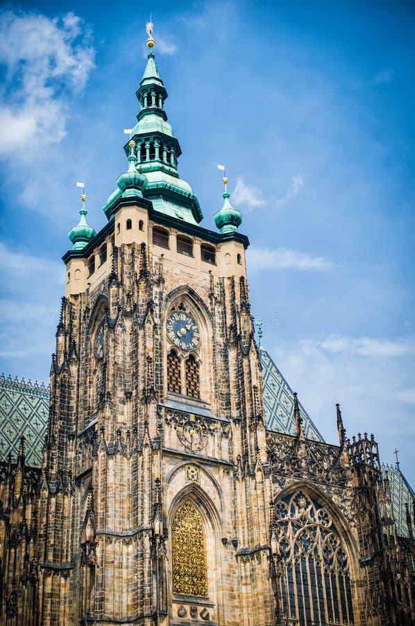 布拉格,圣徒天空背景的Vitus大教堂 免版税库存图片