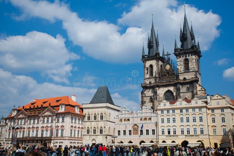 布拉格,捷克,第5 2011年5月:老方形的镇的人们 免版税库存图片
