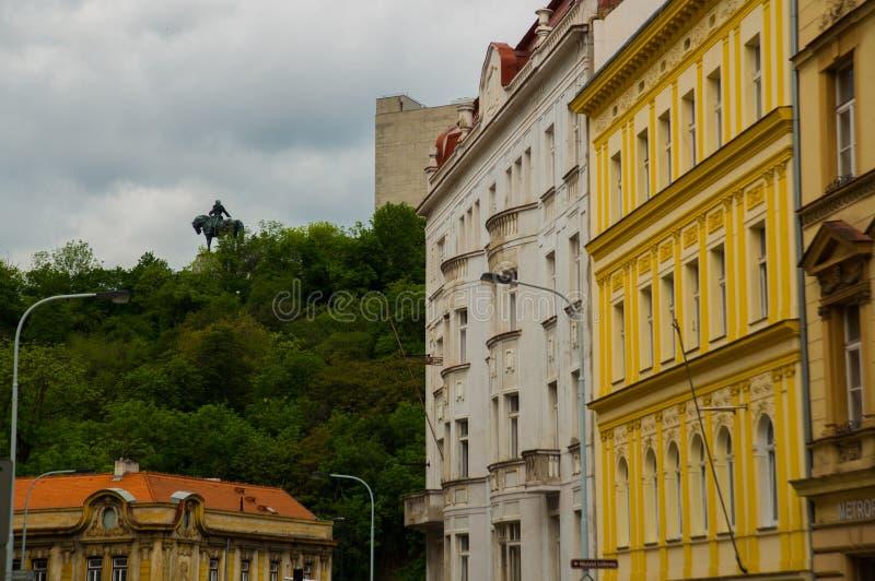 布拉格,捷克:1月Zizka雕象在国家历史文物上面的在维特科夫公园在Zizkov区在布拉格 免版税库存照片