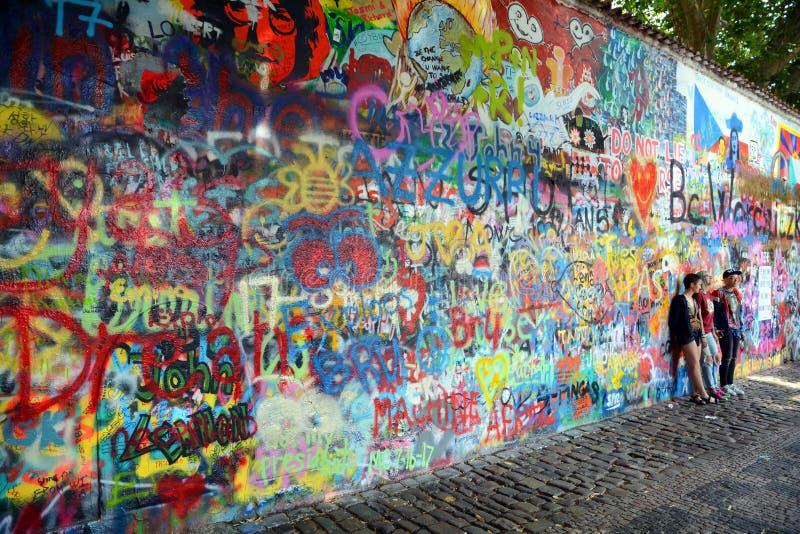 布拉格,捷克- 2017年7月22日, :约翰・列侬墙壁在布拉格中心 库存照片