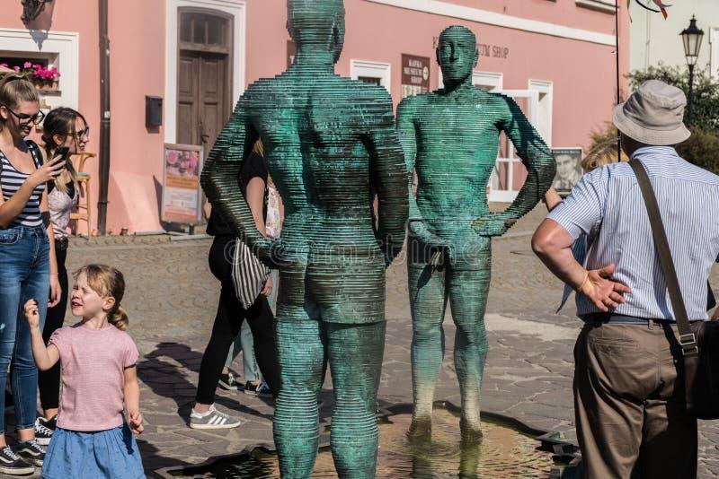 布拉格,捷克- 2019年9月10日:在布拉格市小便雕象和喷泉在捷克地图  免版税库存图片