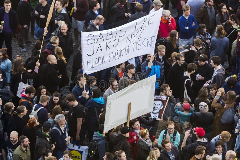 布拉格,捷克- 2017年5月15日:在布拉格瓦茨拉夫广场的示范反对当前政府和Babis 库存照片