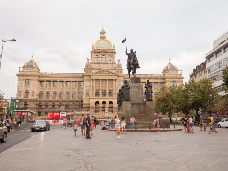 布拉格,捷克- 2018年8月5日:布拉格在瓦茨拉夫广场著名的捷克的国家博物馆大厦 库存照片