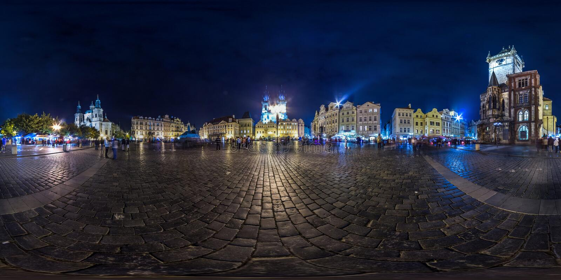 布拉格- 2018年:老镇中心晚上 秋天 3D有360视角的球状全景 为虚拟现实准备 充分的e 库存照片