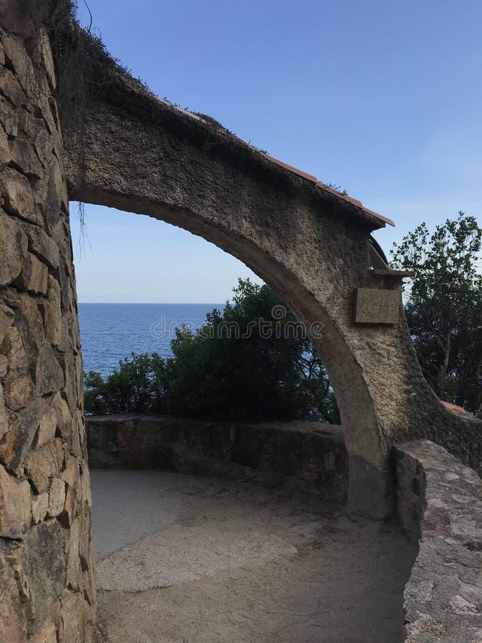 布拉瓦海岸,西班牙,欧洲,蓝色海,美丽的景色全景  免版税图库摄影