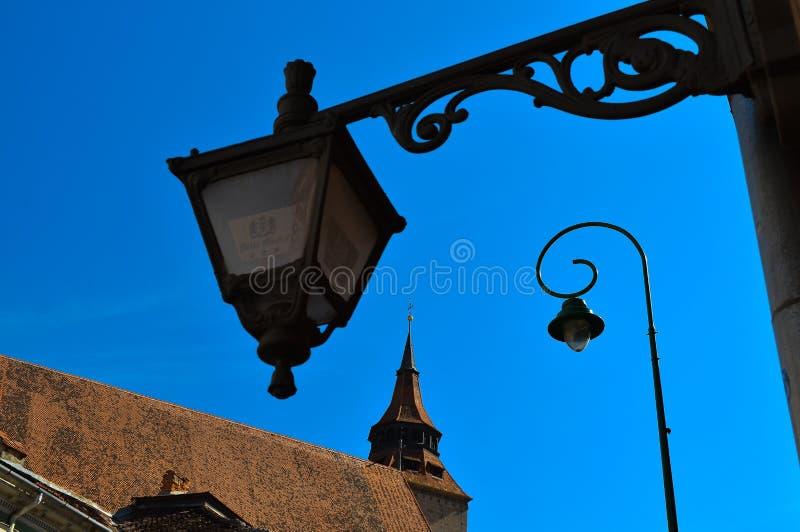布拉索夫罗马尼亚黑人教会街灯中心欧洲节日特兰西瓦尼亚老镇金黄雄鹿 免版税库存照片
