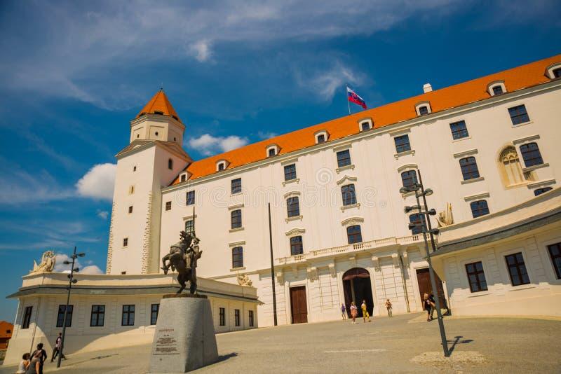 布拉索夫,斯洛伐克:在城堡的纪念碑在布拉索夫市,斯洛伐克 库存照片