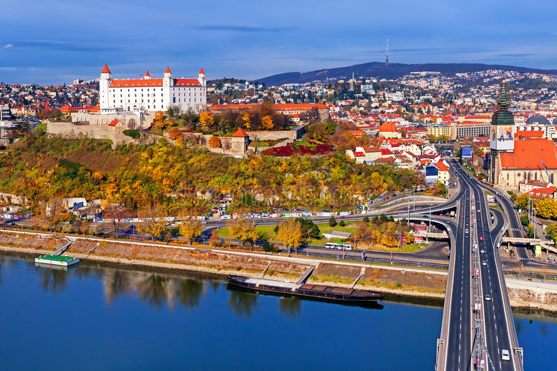 布拉索夫,斯洛伐克城堡和老镇  库存照片